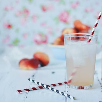 Some iced peach green tea